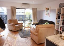 Downtown Designer Abode - Christchurch - Living room