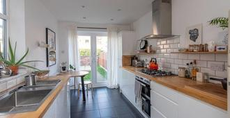 Perfect stay in the heart of Chorlton ! - Mánchester - Cocina