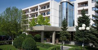 Hotel Dumbrava - Бакау