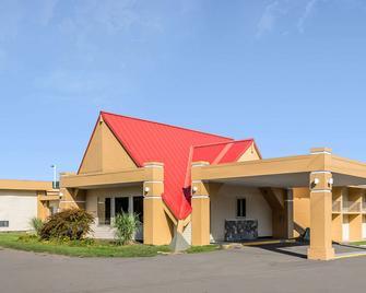 Econo Lodge Inn And Suites - Binghamton - Gebouw