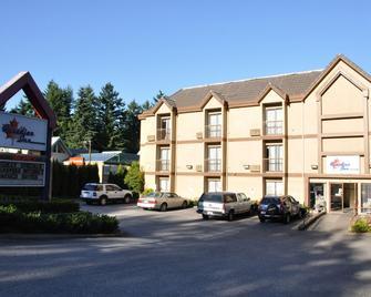 Canadian Inn - Surrey - Building