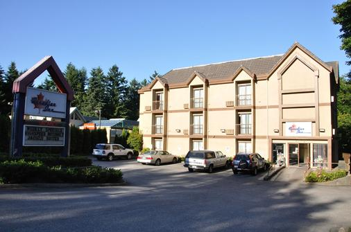 Canadian Inn - Surrey - Building