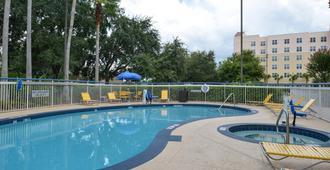 Fairfield Inn by Marriott Orlando Airport - אורלנדו - בריכה