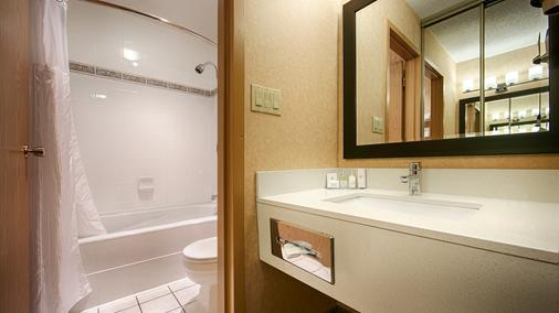 Best Western Plus Langley Inn - Langley - Bathroom