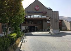 Best Western Plus Langley Inn - Langley - Building