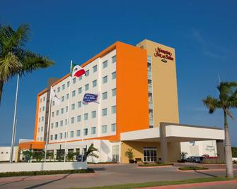 Hampton Inn & Suites by Hilton Paraiso - Paraiso - Building