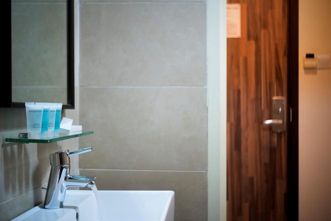 Value Hotel Thomson - Singapore - Bathroom