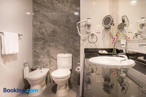 Hawthorn Suites by Wyndham Abu Dhabi City Center - Abu Dhabi - Bathroom