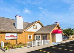 Hawthorn Suites by Wyndham Dayton North - Dayton - Building
