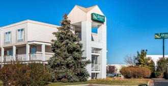 Quality Inn Toledo Airport - Holland