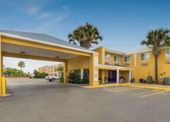 Quality Inn & Suites on the Beach - Corpus Christi - Building