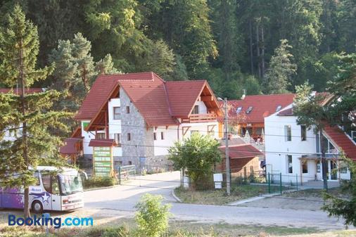 Pension Green Park - Braşov - Building