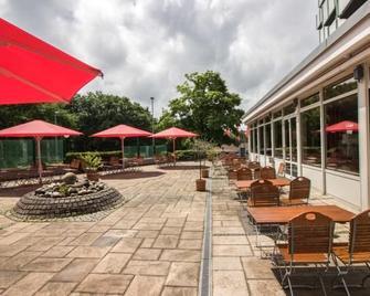 Serways Hotel Remscheid - Ремшайд - Патіо