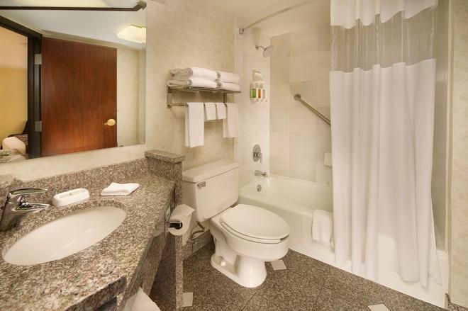 Drury Inn & Suites St. Joseph - St Joseph - Bathroom