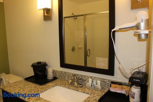 Sleep Inn & Suites - Odessa - Bathroom