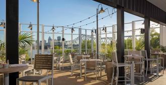 Sheraton Louisville Riverside Hotel - Jeffersonville - Restaurant