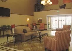 La Quinta Inn & Suites by Wyndham Lawton / Fort Sill - Lawton - Σαλόνι ξενοδοχείου