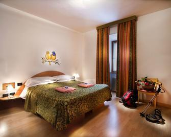Grand Hotel Rabbi - Rabbi - Спальня
