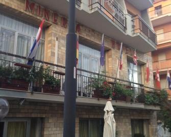 Hotel Minerva - Pietra Ligure - Building