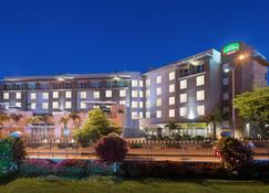 Courtyard by Marriott Kingston, Jamaica - Kingston - Edificio