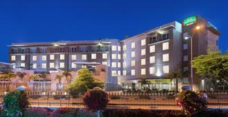 Courtyard by Marriott Kingston, Jamaica - Kingston - Edificio