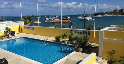 Hotel Caravelle - Christiansted - Uima-allas