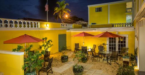 Hotel Caravelle - Christiansted - Patio