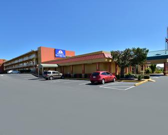 Americas Best Value Inn Cocoa Port Canaveral - Кокоа - Building