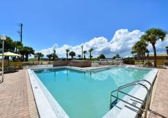 Americas Best Value Inn Cocoa Port Canaveral - Cocoa - Pool