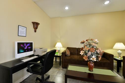 Americas Best Value Inn Cocoa Port Canaveral - Cocoa - Business center