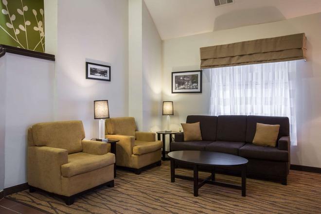 Sleep Inn Airport - College Park - Living room