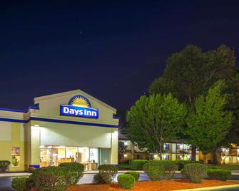 Days Inn by Wyndham Portage - Portage - Building