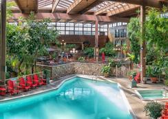 Prestige Vernon Lodge And Conference Centre - Vernon - Πισίνα