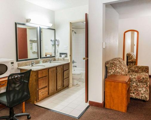Quality Inn South - Indianapolis - Phòng tắm