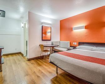 Motel 6 Conroe, TX - Conroe - Bedroom