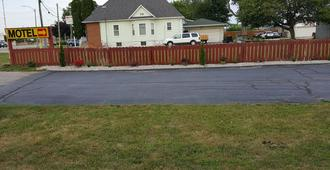 Town N Country Motor Inn - Leamington - Outdoor view