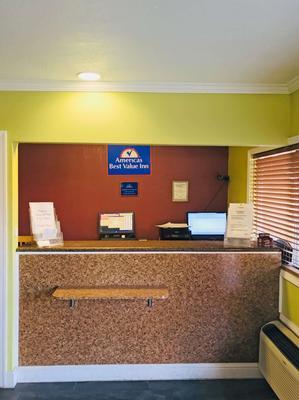 Americas Best Value Inn Visalia - Visalia - Front desk