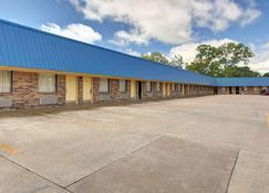 Rodeway Inn Gainesville I-35 - Gainesville - Building