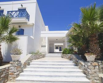 Manos Syros - Megas Gialos - Building