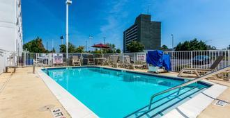Motel 6 Charlotte - Fort Mill, SC - Fort Mill - Pool