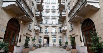 Art Nouveau Centre - Warsaw - Outdoors view