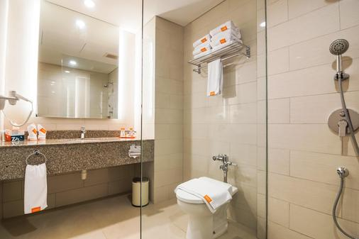 Harris Resort Batam Waterfront - Batam - Bathroom
