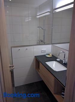 Hotel Zur Borke - Neuenrade - Bathroom