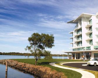 Ramada Hotel And Suites Ballina Byron - Ballina - Building