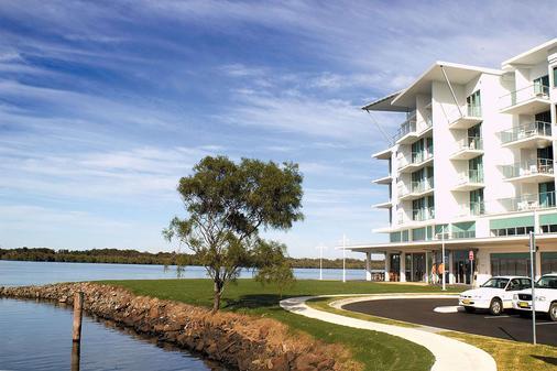 Ramada Hotel & Suites by Wyndham Ballina Byron - Ballina - Building
