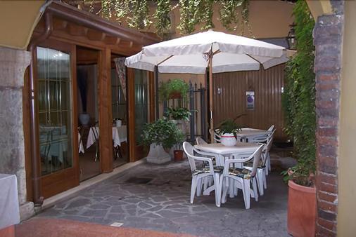 Hotel Cavour - Verona - Patio