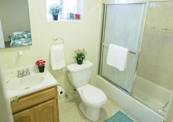 Los Angeles Vacation Rooms - Los Angeles - Bathroom