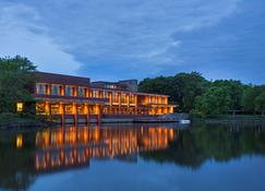 Hyatt Lodge - אוק ברוק - בניין