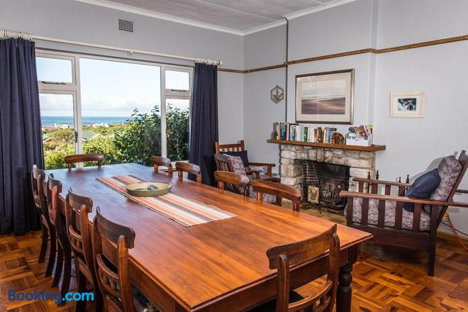 The Trail House - Betty's Bay - Dining room
