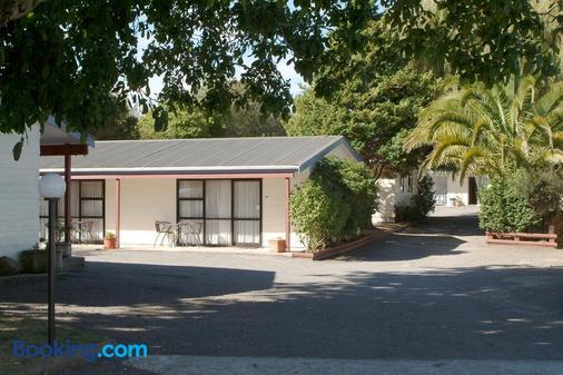 Camellia Court Family Motel - Taupo - Building